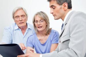 Senioren lassen sich beraten